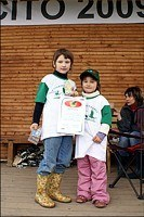 Дети с дипломами и подарками / фото: Rom_Ka