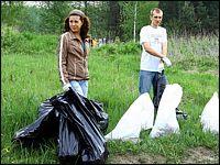 Черные пакеты - для пластика, белые - для стекла и всего остального / фото: &quote;Луховицкие вести&quote;