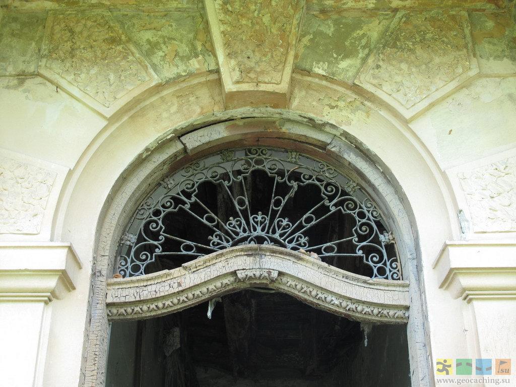 Дворец Потоцких в Тартакове: http://www.geocaching.su/showmemphotos.php?cid=3067