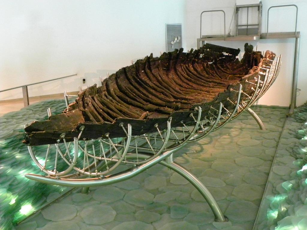 лодка каменного века