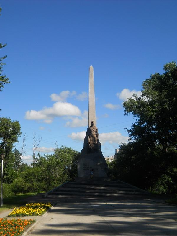 Памятник партизанам в хабаровске история цены на памятники самары свеча
