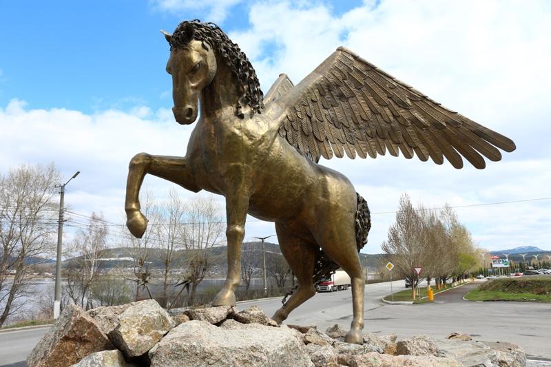 Памятник в златоусте конь заказать памятник в туле щадринске